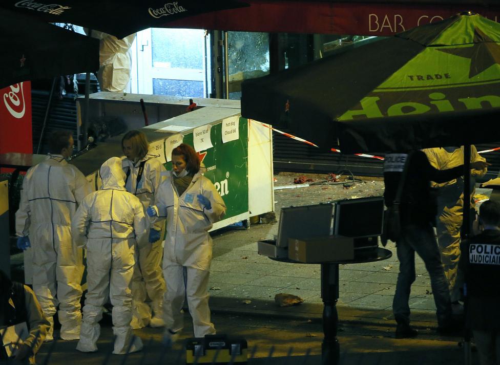 Tang thương hiện trường vụ tấn công hàng loạt ở Paris - 12
