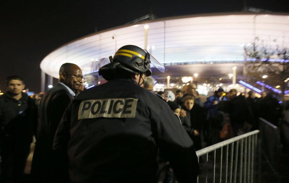 Tang thương hiện trường vụ tấn công hàng loạt ở Paris - 13
