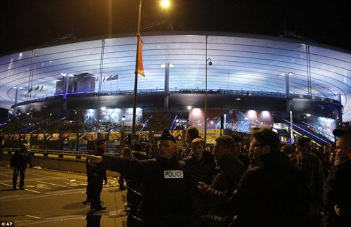 Tang thương hiện trường vụ tấn công hàng loạt ở Paris - 22