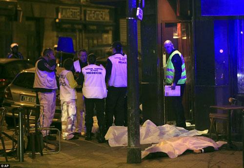Tang thương hiện trường vụ tấn công hàng loạt ở Paris - 15
