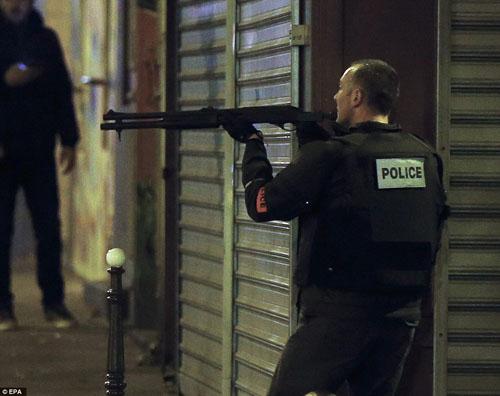 Tang thương hiện trường vụ tấn công hàng loạt ở Paris - 16
