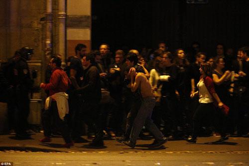 Tang thương hiện trường vụ tấn công hàng loạt ở Paris - 18