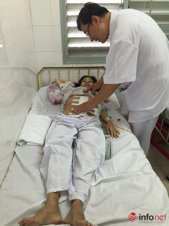 Phẫu thuật lấy khối u khổng lồ 19kg - 1