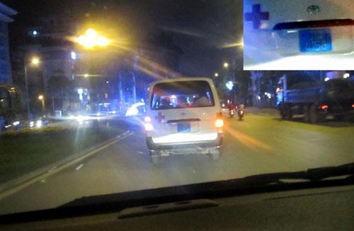 """Sự thật xe cứu thương bỏ mặc nạn nhân vụ """"taxi điên"""" - 1"""