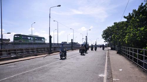 """TP.HCM: """"Khai tử"""" cây cầu gần trăm tuổi, người dân tiếc nuối - 1"""