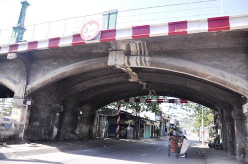 """TP.HCM: """"Khai tử"""" cây cầu gần trăm tuổi, người dân tiếc nuối - 10"""