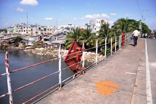 """TP.HCM: """"Khai tử"""" cây cầu gần trăm tuổi, người dân tiếc nuối - 2"""