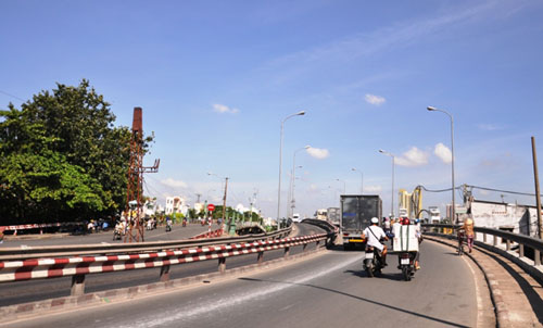 """TP.HCM: """"Khai tử"""" cây cầu gần trăm tuổi, người dân tiếc nuối - 7"""