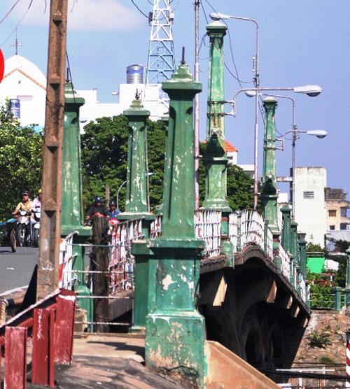"""TP.HCM: """"Khai tử"""" cây cầu gần trăm tuổi, người dân tiếc nuối - 9"""