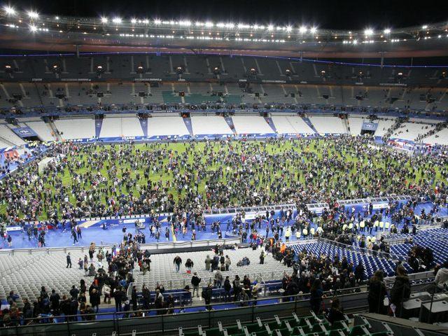 Clip: Người Pháp hát quốc ca sau vụ khủng bố kinh hoàng - 1