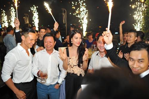 Trương Ngọc Ánh, Kim Lý chạm môi tình tứ sau clip tỏ tình - 8