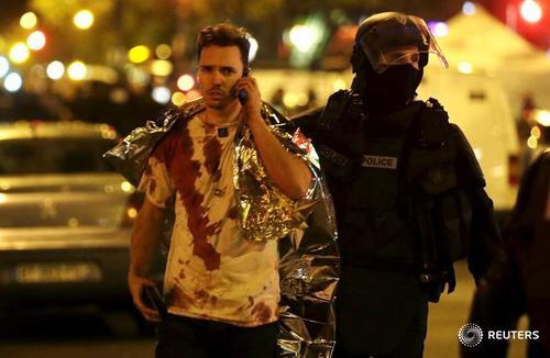 Hé lộ đầu tiên về các tay súng khủng bố đẫm máu ở Pháp - 1