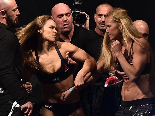 """Trước đại chiến, """"Nữ hoàng UFC"""" bị đấm dằn mặt - 1"""