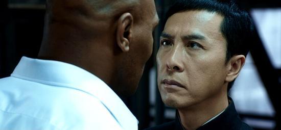 """Màn đối đầu """"nghẹt thở"""" giữa Chân Tử Đan và Mike Tyson - 1"""