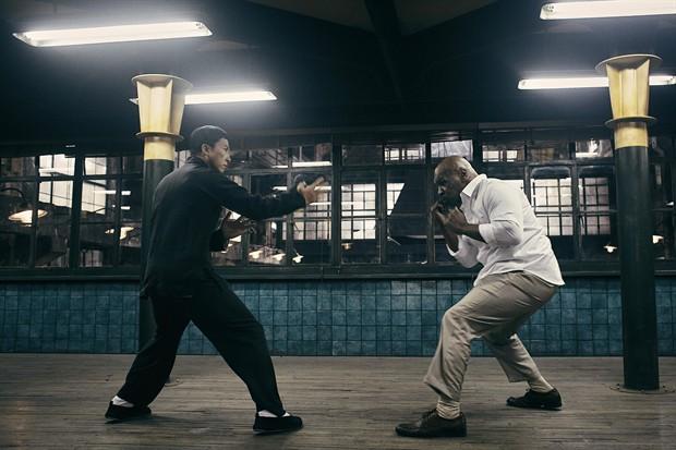 """Màn đối đầu """"nghẹt thở"""" giữa Chân Tử Đan và Mike Tyson - 2"""
