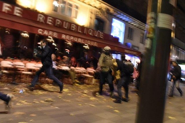 Video: Phút tiếng bom khủng bố gây chấn động sân bóng Pháp - 1