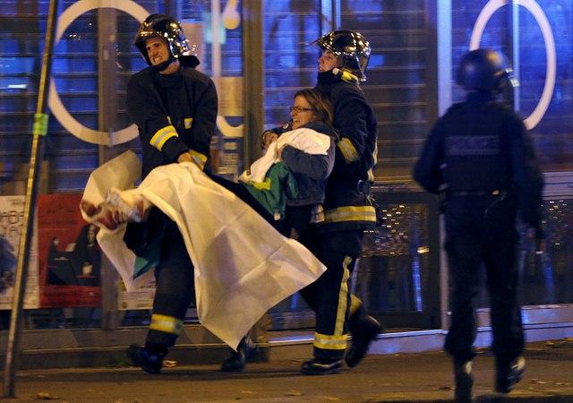 Video: Phút tiếng bom khủng bố gây chấn động sân bóng Pháp - 10