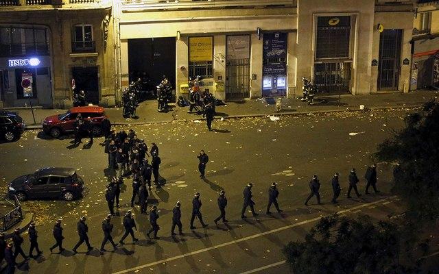 Video: Phút tiếng bom khủng bố gây chấn động sân bóng Pháp - 11