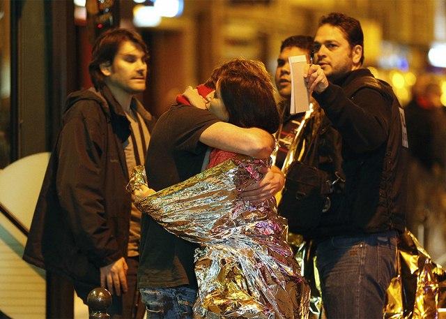 Video: Phút tiếng bom khủng bố gây chấn động sân bóng Pháp - 12