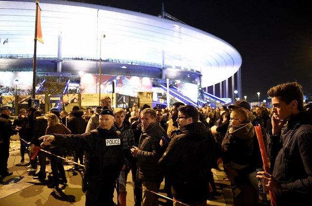 Video: Phút tiếng bom khủng bố gây chấn động sân bóng Pháp - 2