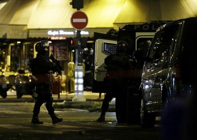 Video: Phút tiếng bom khủng bố gây chấn động sân bóng Pháp - 3