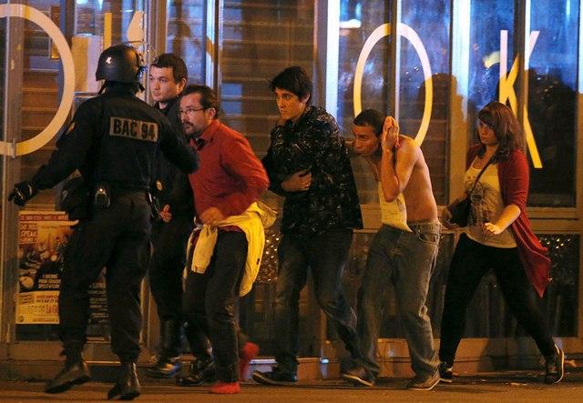 Video: Phút tiếng bom khủng bố gây chấn động sân bóng Pháp - 7