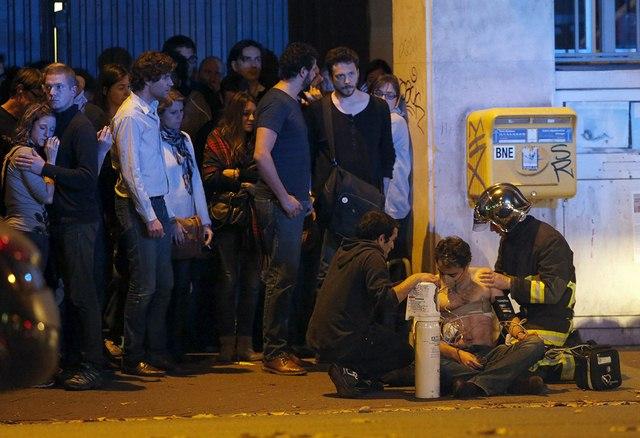 Video: Phút tiếng bom khủng bố gây chấn động sân bóng Pháp - 8