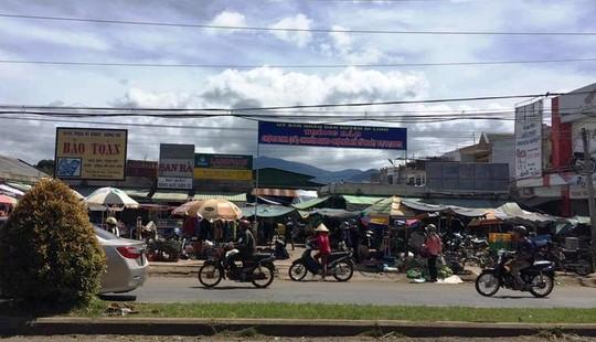 Chuyện lạ ở Lâm Đồng: Công chức đi chợ cũ sẽ bị phạt! - 1