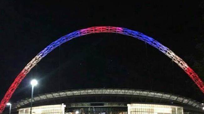 Thế giới rực sáng màu cờ Pháp sau khủng bố đẫm máu - 3