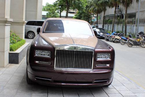 Rolls-Royce Phantom Lửa thiêng 'chưa biển' xuống phố - 1
