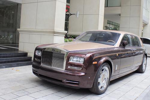 Rolls-Royce Phantom Lửa thiêng 'chưa biển' xuống phố - 2