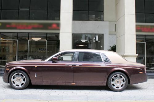 Rolls-Royce Phantom Lửa thiêng 'chưa biển' xuống phố - 3