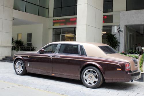 Rolls-Royce Phantom Lửa thiêng 'chưa biển' xuống phố - 4