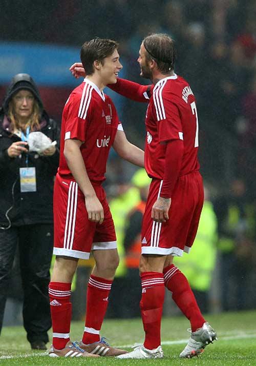 Đội Beckham – Đội Figo: Tuyệt đỉnh những siêu sao năm nào - 11