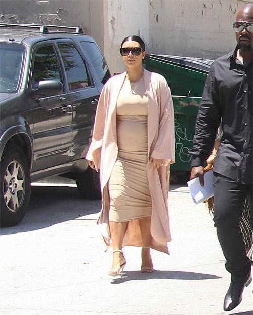 """Choáng với thời trang của bà bầu Kim """"siêu vòng 3"""" - 4"""