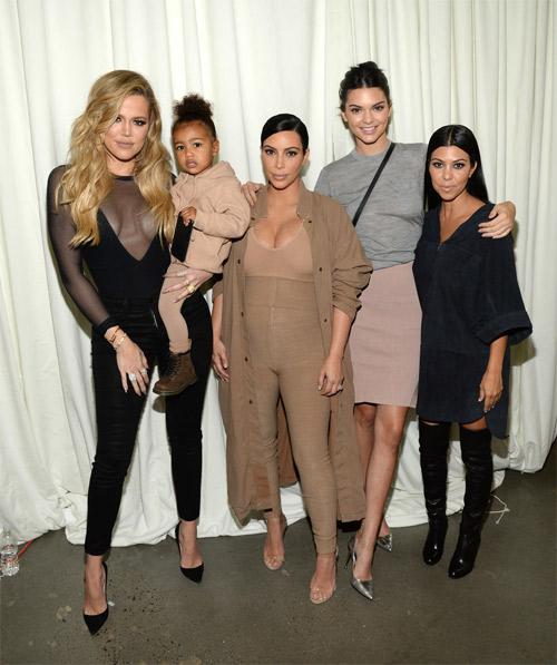 """Choáng với thời trang của bà bầu Kim """"siêu vòng 3"""" - 6"""
