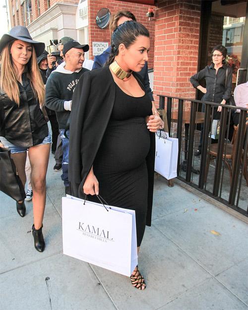 """Choáng với thời trang của bà bầu Kim """"siêu vòng 3"""" - 14"""