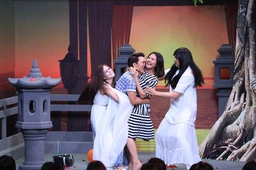 Xuân Bắc ghen tỵ khi Trường Giang ôm hôn Vân Trang - 2