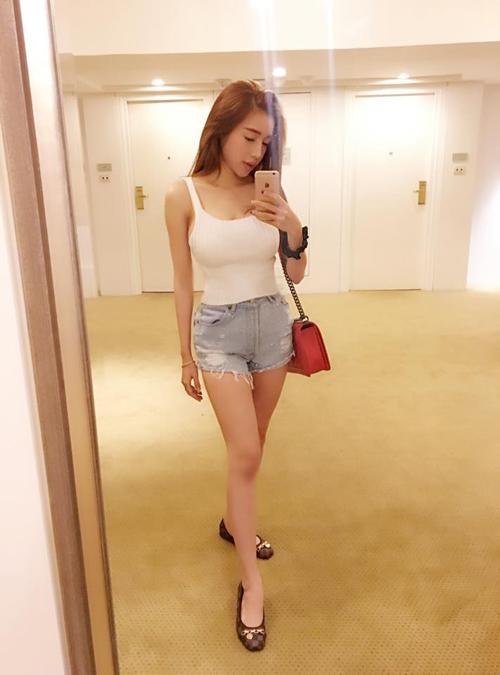 """Facebook sao 15/11: Phương Trinh được """"bạn trai"""" hôn má - 6"""