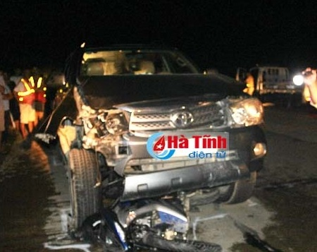Xe Fortuner gây tai nạn liên hoàn, 5 người thương vong - 1