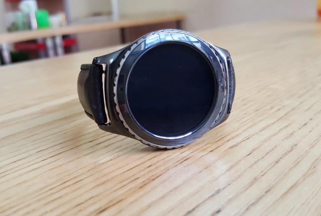 Samsung đã chính thức ra mắt bộ đôi smartwatch mới là Gear S2 và Gear S2 Classic. Đây là một đồng hồ thông minh cao cấp với mặt tròn cùng khả năng chống nước IP68.
