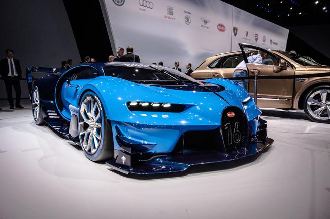 """Đượcphát triển dựa trên nền tảng của mẫu xe Gran Turismo 6, chiếc xe Bugatti Vision Gran Turismo """"đánh dấu một chương mới trong lịch sử các thương hiệu sang trọng"""" trong làng siêu xe thể thao mới."""