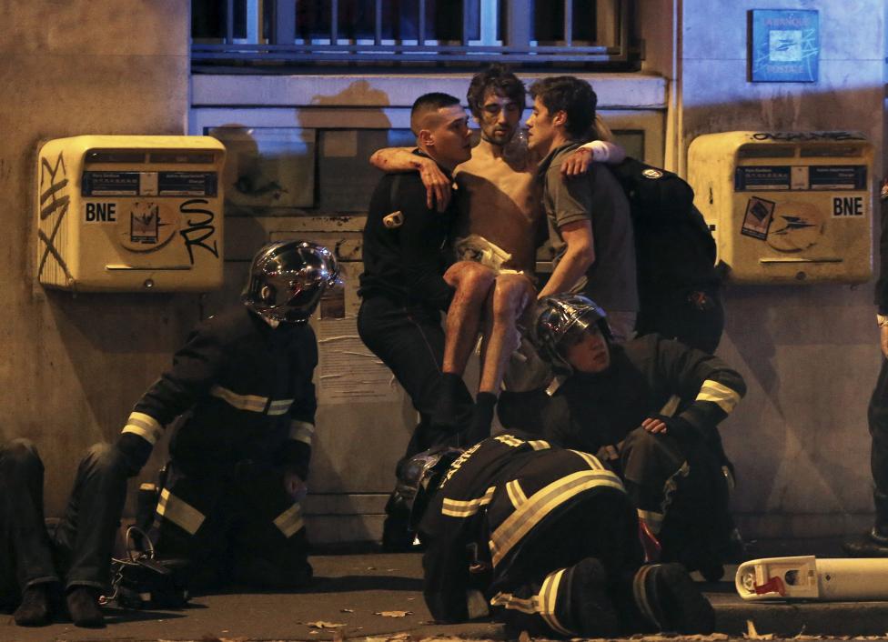 Video khoảnh khắc khủng bố xả đạn trong nhà hát ở Paris - 2