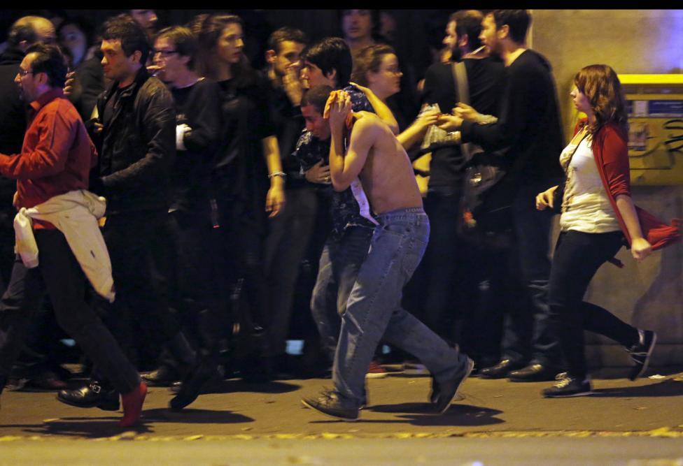 Video khoảnh khắc khủng bố xả đạn trong nhà hát ở Paris - 1