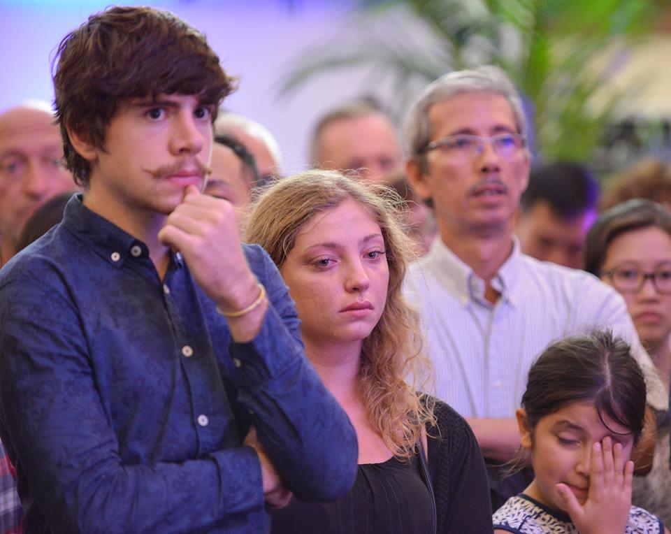 Xúc động lễ tưởng niệm nạn nhân vụ khủng bố Paris tại HN - 11