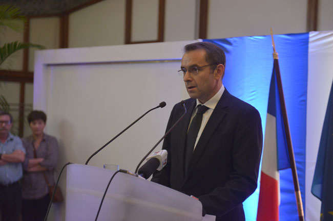 Xúc động lễ tưởng niệm nạn nhân vụ khủng bố Paris tại HN - 12