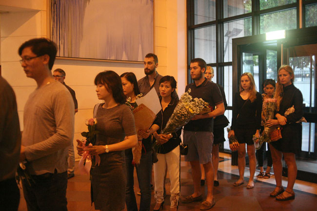 Xúc động lễ tưởng niệm nạn nhân vụ khủng bố Paris tại HN - 3