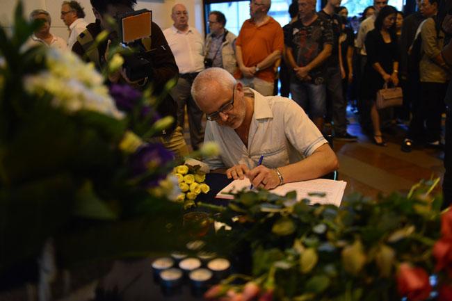 Xúc động lễ tưởng niệm nạn nhân vụ khủng bố Paris tại HN - 6