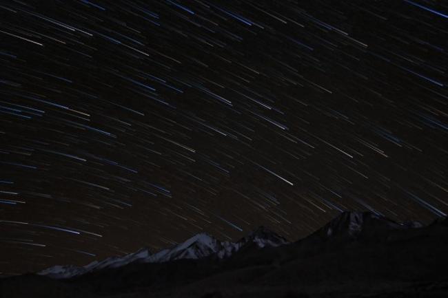 Leh-Ladakh, Ấn Độ có đêm tối và bầu trời quang đãng để bạn chiêm ngưỡng những vì tinh tú lấp lánh của vũ trụ. Hơn nữa, nơi đây còn có đài thiên văn đặt ở địa điểm cao nhất thế giới là là địa điểm ngắm sao tuyệt vời nhất trên thế giới.
