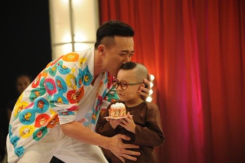 """Cười lăn lộn với cậu bé 4 tuổi """"ẵm"""" 40 triệu từ Trấn Thành - 2"""